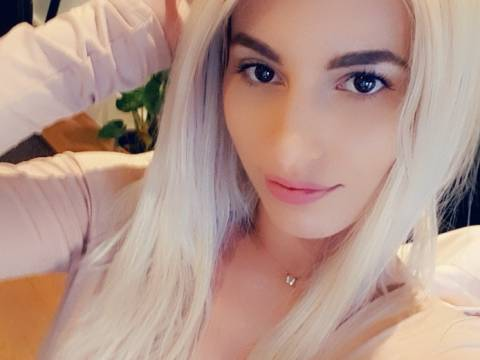 Soothing massage with stunning Sofia